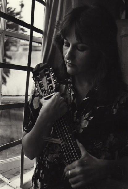1978 Ek en my kitaar in my huis in Westdene