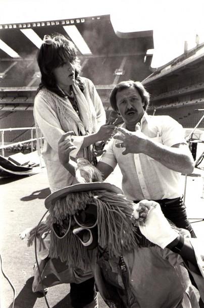 1982 - Met Leon Shuster en die 'Nik Naks'-man ter voorbereiding van 'n musiekfees op Ellispark